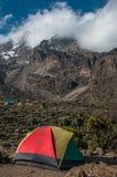 Acampando en Barranco, Kilimanjaro imagenes de archivo