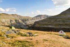 Acampando en los Pirineos, valle de Ordessa, España Foto de archivo