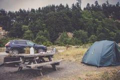 Acampando no ouro blefa o acampamento da praia, Estados Unidos Califórnia fotos de stock