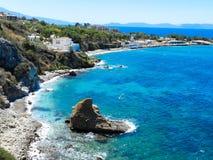 Acantilado azul del mar de la costa Fotos de archivo libres de regalías