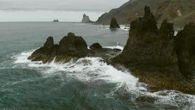 Acantilado costero almacen de metraje de vídeo