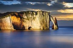 Acantilado de Etretat en Normandía Fotos de archivo libres de regalías