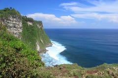 Acantilado de la playa en la isla Uluwatu de bali Imagen de archivo