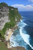 Acantilado de la playa en la isla Uluwatu de bali Fotografía de archivo