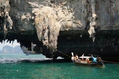 Acantilado de la roca de la subida del hombre Foto de archivo libre de regalías
