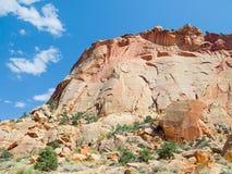 Acantilado de oro de la piedra arenisca Fotos de archivo libres de regalías