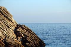 Acantilado en el mar Fotografía de archivo libre de regalías