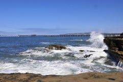 Acantilado en el Océano Pacífico imagen de archivo libre de regalías