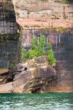 Acantilado en las rocas representadas Fotos de archivo