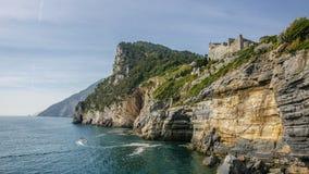 Acantilado y fuerte cerca de Portovenere, Cinque Terre fotografía de archivo libre de regalías