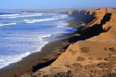 Acantilado y mar Imágenes de archivo libres de regalías