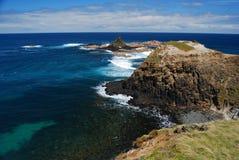 Acantilado y mar de la pirámide Foto de archivo libre de regalías