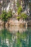 Acantilado y reflexión Foto de archivo libre de regalías