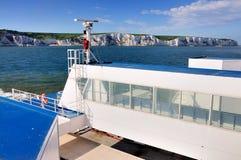 Acantilados blancos de Dover de un transbordador imágenes de archivo libres de regalías