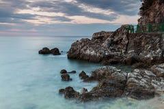 Acantilados costeros de Montenegro Imagen de archivo libre de regalías