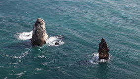 Acantilados costeros rocosos metrajes
