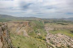 Acantilados de Arbel, Jesus Trail, parque nacional de Arbel, Israel Imagen de archivo libre de regalías