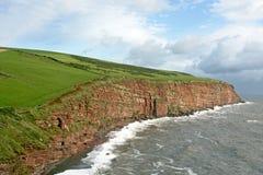 Acantilados de la piedra arenisca roja, Inglaterra Fotografía de archivo