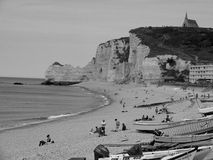 Acantilados de la playa de Etretat Foto de archivo libre de regalías