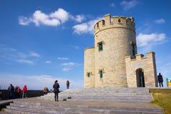 Acantilados de la torre de O'Brien de Moher Foto de archivo libre de regalías