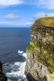 Acantilados de la torre Irlanda de Moher O'Brien Imágenes de archivo libres de regalías