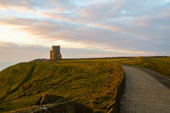 Acantilados de la torre Irlanda de Moher y de OBriens Fotografía de archivo