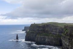 Acantilados de Moher en Irlanda Imagen de archivo libre de regalías