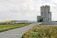 Acantilados de Moher - torre de O Briens, Irlanda Fotografía de archivo