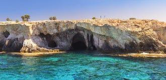 Acantilados del cabo Greco Chipre, Agia NAPA Fotos de archivo