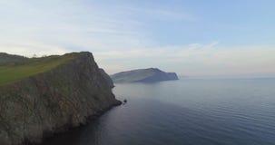 Acantilados del lago Baikal almacen de metraje de vídeo
