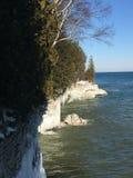 Acantilados del lago Michigan en invierno Imágenes de archivo libres de regalías