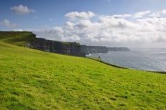 Acantilados del moher en el condado Clare, Irlanda Foto de archivo libre de regalías
