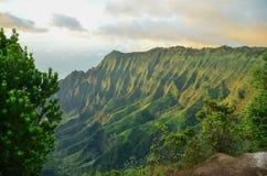 Acantilados del pali del Na, Kauai, islas hawaianas Fotos de archivo