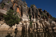 Acantilados devonianos antiguos de la piedra caliza de la garganta de Geikie Fotos de archivo