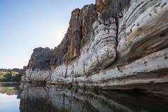 Acantilados devonianos de la piedra caliza de la garganta de Geikie imagen de archivo