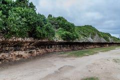 Acantilados en el pueblo de Gibara, Cu fotos de archivo