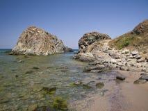 Acantilados hermosos cerca de la playa de Silistar Foto de archivo