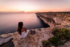 Acantilados hermosos de TA Cenc en la puesta del sol Gozo, Malta fotografía de archivo libre de regalías