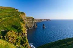 Acantilados idílicos de Moher en Irlanda Fotos de archivo
