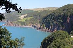 Acantilados ingleses del verde de la costa costa Fotografía de archivo