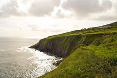 Acantilados a lo largo de la costa de Irlanda Fotografía de archivo libre de regalías