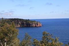 Acantilados a lo largo del lago Superior Fotos de archivo libres de regalías