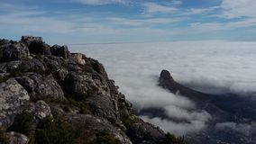 Acantilados nublados Fotos de archivo libres de regalías