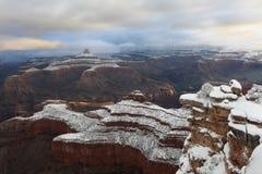 Acantilados revestidos Grand Canyon de la nieve Foto de archivo