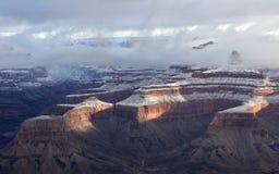 Acantilados revestidos Grand Canyon de la nieve Imagen de archivo libre de regalías