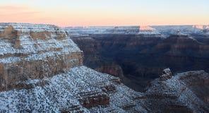 Acantilados revestidos Grand Canyon de la nieve Fotografía de archivo