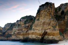Acantilados rocosos escarpados Imagen de archivo