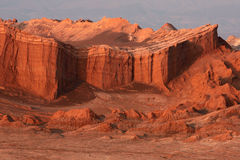 Acantilados rojos en la salida del sol Imagen de archivo libre de regalías