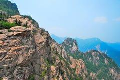 Acantilados traidores de la montaña Foto de archivo
