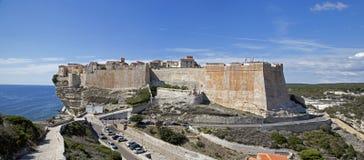 Acantilados y ciudadela de Bonifacio, isla de Córcega meridional, Francia foto de archivo